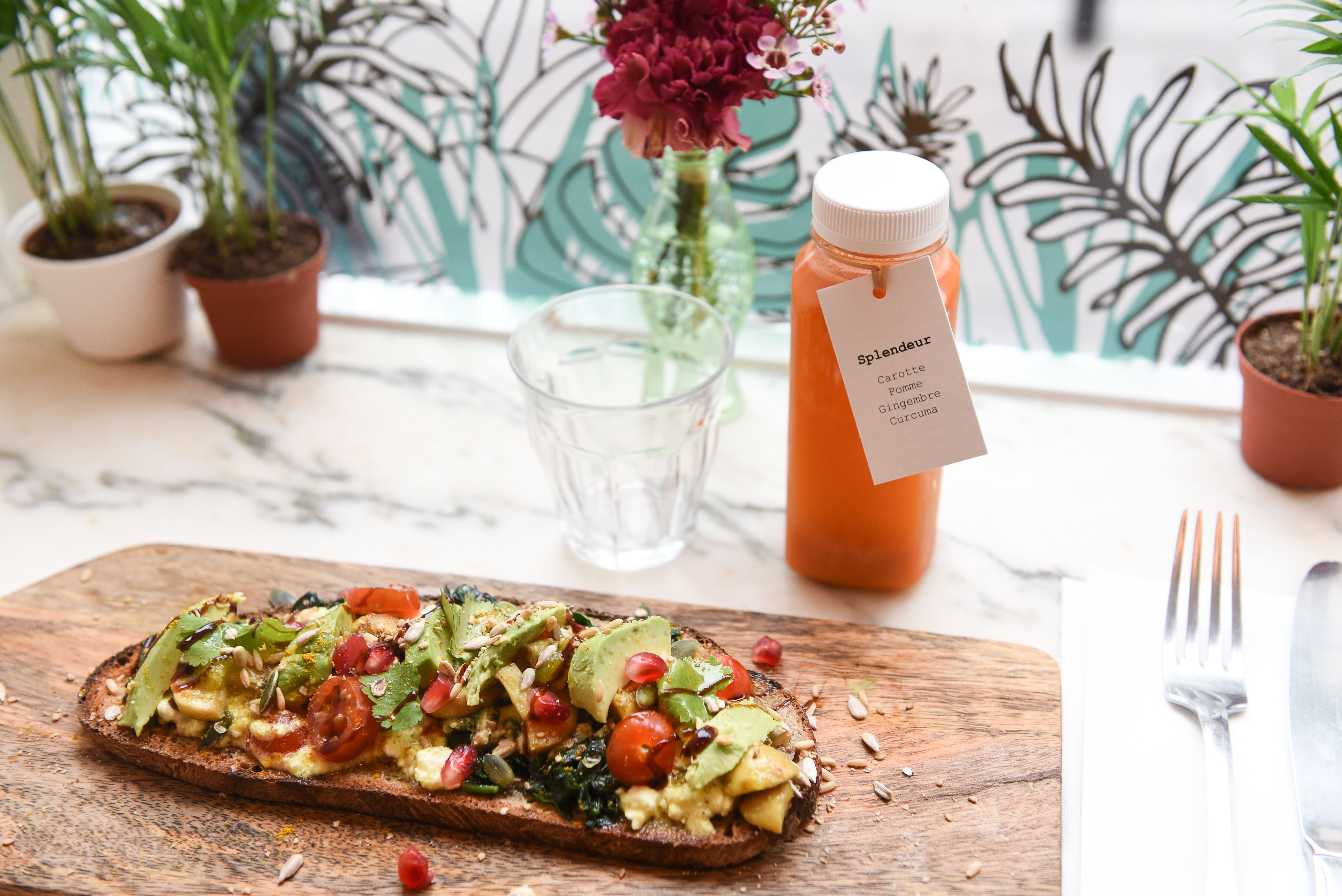 tartine avocado toast vegetarien jus detoxplat veggie vegan heathy l'abattoir vegatl restaurant vegie paris 18 healthy food