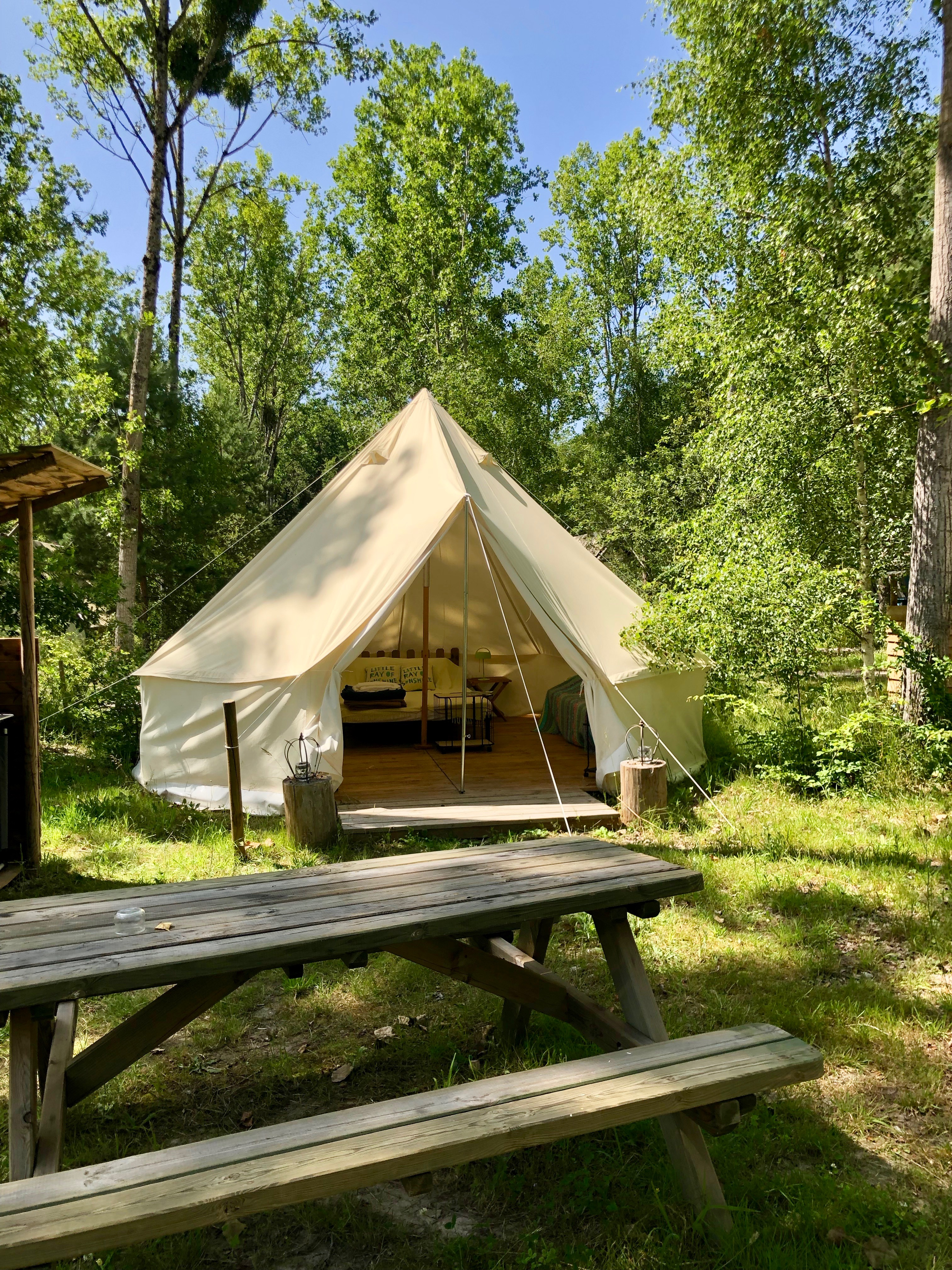 Val de Loire ; camping ; pitchup ; pitchup.com ; l'heureux hasard ; cheverny ; forêt ; glamping ; camping luxe ; âne ; éco-camping ; yourte